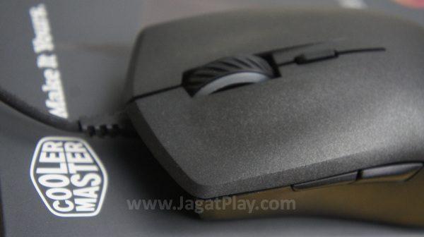 Fleksibel untuk semua kebutuhan gamer sepertinya jadi kata kunci daya tarik mouse yang satu ini.