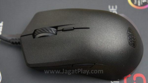 Anda yang sempat mencicipi atau melihat mouse bundling Cooler Master pasti akan familiar  melihat tampilan Mastermouse S  ini.