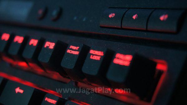 Tombol multimedia dedicated di bagian kanan atas keyboard.