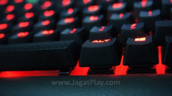 Anda yang baru beralih dari keyboard membran konvensional akan menikmati switch Red yang ia usung. Namun untuk Anda yang sudah punya preferensi switch, K63 tak menawarkan opsi.