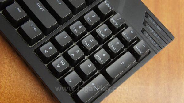 Tetapi di sisi lain, desain seperti ini memenuhi kebutuhan gamer yang menginginkan keyboard ringkas tetapi fungsi yang tetap optimal di genre tertentu.