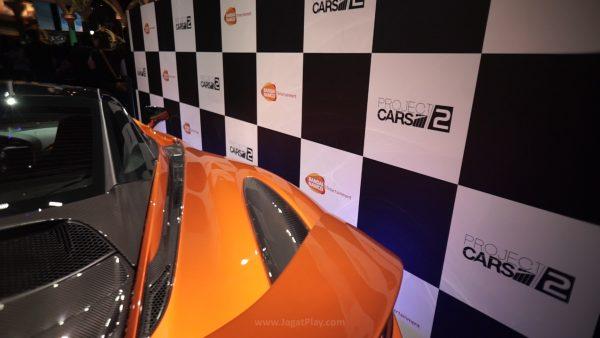McLaren MP4-12c yang menjadi cover dari CARS2