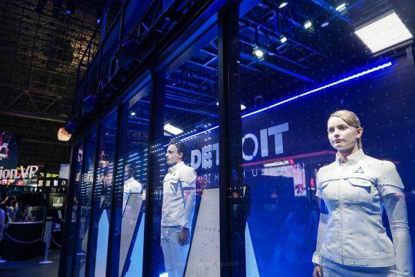 Display Detroit : Become Human yang memanfaatkan model untuk menjadi android menurut kami layak diganjar best booth design!