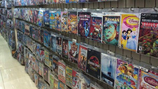 Penelitian yang sempat dilakukan Uni Eropa menyebut bahwa pembajakan tidak mempengaruhi penjualan versi original, termasuk video game, musik, dan buku. Satu-satunya hubungan negatif hanya terlihat di film Hollywood populer.