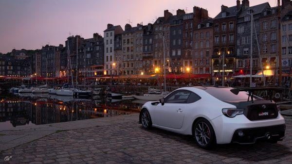 Gran Turismo Sport berhasil menggeser posisi puncak FIFA 18 di minggu pertama debutnya.