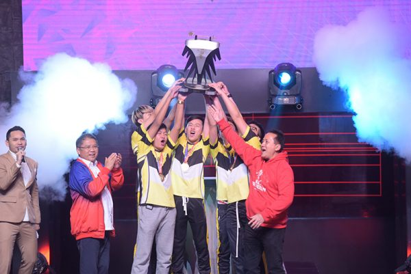 Foto 1 Tim ONIC Esports Juara 1 Piala Presiden Esports 2019 600x401 1